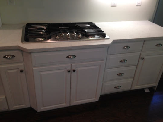 The new cooktop and perimeter counter.