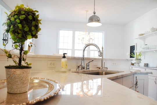 Photo from 11 Magnolia Lane http://www.11magnolialane.com/2012/09/12/the-real-story-on-or-pros-cons-of-marble-countertops/
