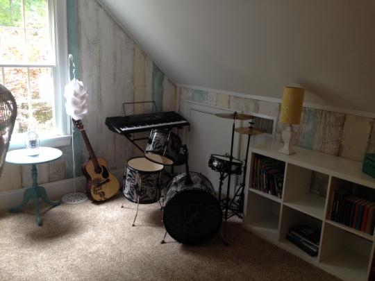 Her instrument corner
